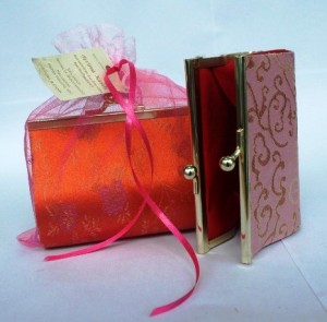 Souvenir Dompet Hollo China Dengan Tile